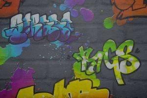 ΤΑΠΕΤΣΑΡΙΑ PETRANIS ΝΟ 548 ΜΕ ΠΟΛΥΧΡΩΜΑ GRAFFITI 0.53X10.05CM σπίτι  amp  διακόσμηση ταπετσαριεσ παιδικεσ