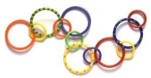 PATER ACTIVITY RINGS PLAYGRO Παιχνίδι δαχτυλιδιών δράσης  συνδέονται μεταξύ τους ή και με άλλα παιχνίδια Τα δαχτυλίδια είναι οδοντοφυΐας για να καλμάρουν τα ούλα Ήχοι διαγείρουν τ